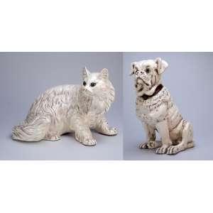 Gato e cachorro de material sintético com pátina branca. 42 cm de altura, o cachorro. <br />Itália, séc. XX.