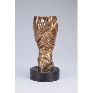 MARIA BONOMI<br />Escultura de bronze sobre base circular de granito. V/A 40, <br />datada de 2000. 19,5 cm de altura total.