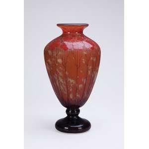 LE VERRE FRANÇAIS<br />Vaso art deco de vidro artístico, bojo cônico com decoração floral em tons de ocre sobre fundo mesclado.<br />45 cm de altura. Assinado na base. França, c. 1930.