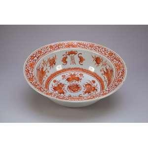 Bacia de porcelana Cia das Índias, decoração vegetal em rouge-de-fer. 35,5 cm de diâmetro. <br />China, Qing Qianlong (1736-1795).