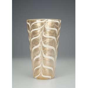 BAROVIER, Ercole<br />Vaso de vidro de Murano de cor creme decorado com folhas e ouro pulverizado; boca de 16 cm de diâmetro e base medindo 9,5 cm de diâmetro; 27 cm de altura. Itália. Déc. de 60.