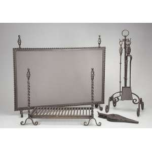 Conjunto para lareira de ferro forgé, constituído por grelha e tela de 100 x 65 cm. <br />Suporte com apetrechos. Brasil, séc. XX.