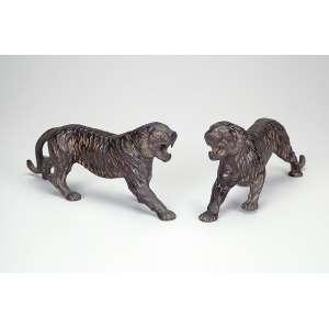Par de tigres de bengala. Esculturas de bronze patinado. 23 x 10,5 cm de altura. <br />Sudeste Asiático, séc. XIX.