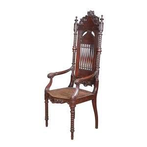 Grande trono de inspiração gótica, de jacarandá entalhado e torneado, encosto vazado e assento de palhinha.<br />160 cm de altura, o espaldar. Portugal, séc. XIX.