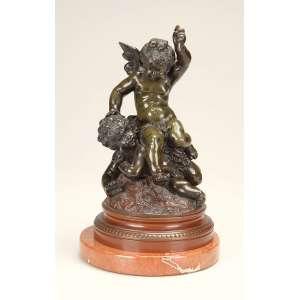 Autor desconhecido (Séc. XIX)<br />Dois cupidos. Escultura de bronze patinado; base circular de 12,5 cm de diâmetro; 20 cm de altura. <br />Acompanha base circular de mármore bege de 15 cm de diâmetro. Europa, séc. XIX.