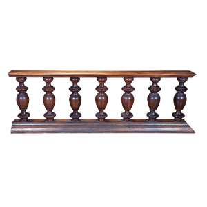 Balaustrada constituída por sete balaústres de madeira torneada. <br />213 x 27 x 71 cm de altura. Brasil, séc. XIX.