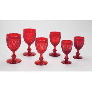 Conjunto de 18 taças de pés altos de vidro vermelho prensado, bico-de-jaca, <br />divididos em três tamanhos. Portugal, séc. XX.
