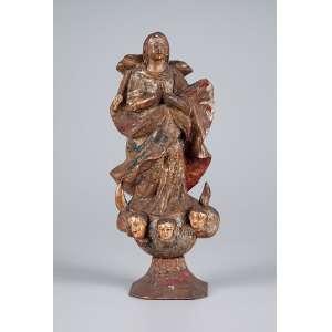 Nossa Senhora da Conceição, de fatura rústica, com restos de policromia. <br />28,5 cm de altura. Brasil, séc. XIX.