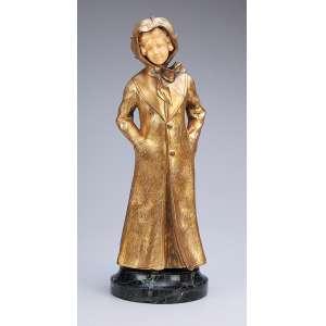 A. GORY<br />Jovem com manteau. Escultura de bronze e marfim, sobre base de mármore. 38 cm de altura. França, c. 1930.
