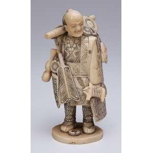 Escultura de marfim, vendedor de utensílios. 13,5 cm de altura. <br />Assinada. Japão, séc. XIX.