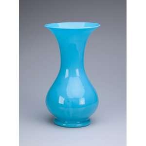 Vaso de vidro opalinado azul celeste. 35 cm de altura. França, séc. XX.