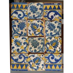 Pequeno painel composto por doze azulejos portugueses fixados em suporte de madeira. 58 x 42 cm.
