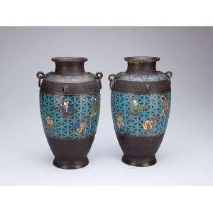 Par de antigos vasos de cloisonné. 30 cm de altura. China, séc. XIX.