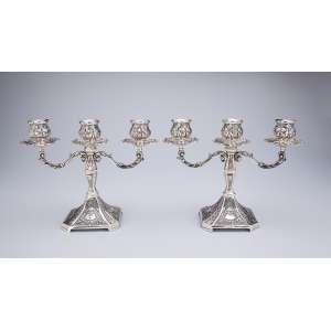 Par de candelabros de prata para três velas. <br />Marca do teor 833. Brasil, séc. XX.