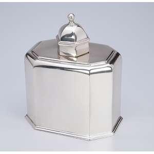 Caixa para chá de prata portuguesa repuxada e lisa, oitavada. Contraste águia de teor <br />916 de Lisboa em uso a partir de 1938 da prataria Mergulhão.