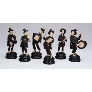 Músicos. Esculturas de madeira e marfim, maestro e seis instrumentistas. <br />18 cm de altura, o maestro. Europa, séc. XIX.