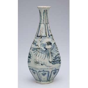 Vaso de porcelana, azul e branca, bojo em facetados. <br />26 cm de altura. Annam, Ming séc. XVI.