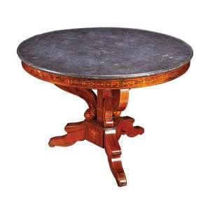 Mesa auxiliar, Charles X, de madeira marchetada, tampo circular de mármore; <br />três pés em recurvos. 98 cm de diâmetro x 70 cm de altura. França, séc. XIX.