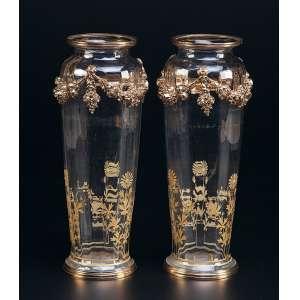 Par de vasos de cristal com pintura floral em douração. Base, bocal e <br />guirlandas de bronze dourado. 30,5 cm de altura. França, séc. XX.