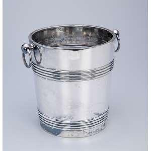Balde para gelo de metal prateado de Christofle, alças laterais em argola. <br />19 cm de diâmetro x 21 cm de altura. França, séc. XX.