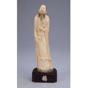 Escultura de marfim, homem com barba. Base de madeira. <br />30 cm de altura. China, séc. XIX.