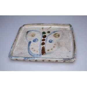 ALDEMIR MARTINS<br />Travessa de cerâmica vitrificada. 32 x 26 cm. Assinada e datada de 93, no verso.