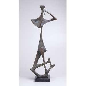 BRUNO GIORGI<br />Flautista. Escultura de bronze sobre base de granito preto. Assinado no bronze. 80 cm de altura.