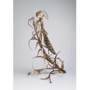 Gafanhoto. Escultura de metal dourado. 50 x 34 x 74 cm de altura.