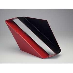 EMANUEL ARAUJO<br />Escultura em chapa de ferro, pintada de vermelho e preto. 167/300. <br />45 x 33 x 13 cm de altura. Assinada.