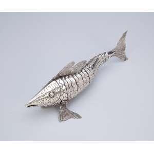 Peixe de prata articulado. 22 cm de comprimento. Portugal, séc. XX.