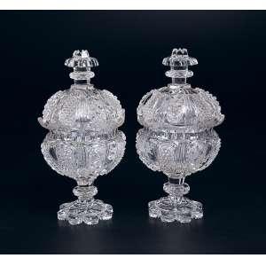 Par de compoteiras de cristal de Baccarat, lapidação em micro bico de jaca. 27 cm de altura. <br />(Borda lapidada). França, séc. XIX.