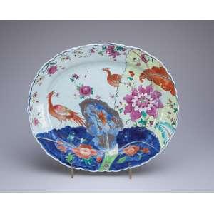 Rara travessa de porcelana Cia das Índias, - ovalada, decoração Folha de Tabaco com a fênix. <br />41 x 35 cm. China, Qing Qianlong (1736-1795).