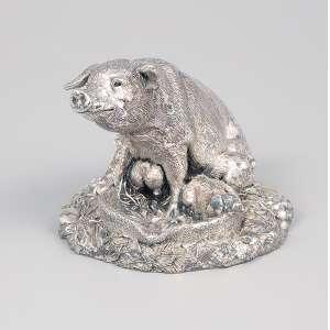 Porca com seus filhotes. Escultura em prata inglesa. 8 cm de altura. Birmingham, 1894.