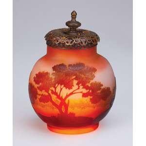 GALLÉ<br />Luminária (Veilleuse) de cristal acidado, decorado com paisagem e árvores. <br />11,5 cm de altura. França, c. 1900.