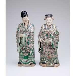Dois imortais. Porcelana decorada com esmaltes da família verde. 40 cm de altura, o maior<br />China, séc. XVIII.