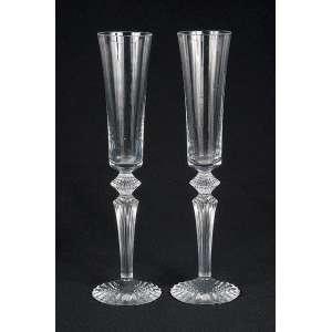 Par de grandes fluts de cristal de Baccarat. Marca da cristaleria. <br />30 cm de altura. França, séc. XX.
