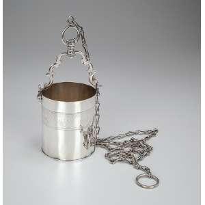 Guampa de prata, bojo cilíndrico, ornado por barrado de elementos repetitivos. <br />22 cm de altura. Contraste 10 dinheiros. Brasil, séc. XIX.