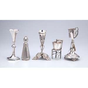 Conjunto de cinco paliteiros de prata, com diferentes figurações sendo dois de prata francesa, <br />dois do Porto e um brasileiro 10 dinheiros. 15 cm de altura, o maior.