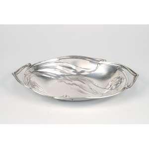 Porta-pão de prata, art nouveau. 32 x 21 cm. Alemanha, séc. XX.