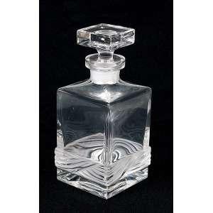 Garrafa de cristal translúcido, formato quadrangular com barrado acidado junto a base. <br />24 cm de altura. Séc. XX.