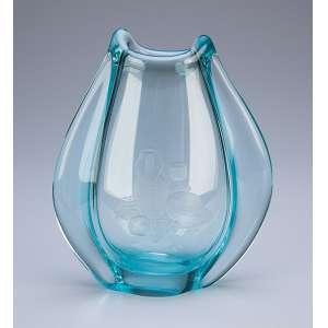 Pequeno vaso de cristal azulado. 17 cm de altura. Europa, séc. XX.