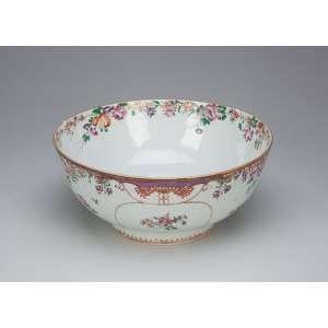 Bowl de porcelana Cia das Índias, policromada e dourada, decoração floral em esmaltes da família rosa. <br />26 cm de diâmetro. China, Qing Qianlong (1735-1796).