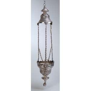 Pequeno lampadário de prata, repuxada e cinzeladas, bojo de 16 cm. Com acantos e flores. <br />Três correntes suspensórias que partem de cabeças de anjos. 85 cm de altura total. <br />Contraste do Porto, atribuído ao ensaiador. Manuel da Silva, usado c. 1853.