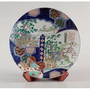 Grande medalhão de porcelana policromada e dourada, decoração compartimentada no padrão Imari,<br />retratando paisagens. 55 cm de diâmetro. Japão, séc. XIX.