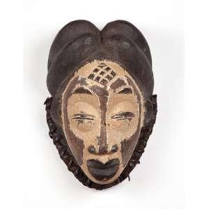 Máscara de madeira e fibra vegetal. 32 cm. Povo Ounu. Gabão.