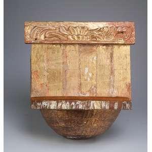 Peanha de madeira entalhada e dourada. 45 x 47 x 21 cm de projeção. Itália, séc. XIX.