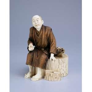 Escultura de marfim. Caixa ornamentada por figura de ancião sentado, com quimono patinado. <br />16 cm de altura. Assinado sobre selo vermelho. Japão, séc. XIX.