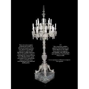 Raro e importante candelabro pedestal de cristal de Baccarat, para 24 luzes dispostas em três estágios, braços recurvos com pingentes e contas lapidadas, sobre coluna fusa de quatro pés recurvos. 215 cm de altura. França, séc. XIX.<br /><br />Trata-se de um dos exemplares produzidos pela Cristalerie de Baccarat, para atender a Czarina russa, esposa do Czar Nicolau II, a partir de um modelo de 1867. Reproduzido no catálogo da Baccarat. As peças não puderam ser entregues à encomendante por ocasião da Primeira Guerra Mundial 1914/18, seguida da revolução de 1917, permanecendo então na rue Paradis, até sua comercialização para uma tradicional família paulista.