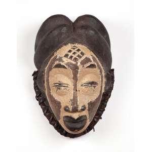 Máscara de madeira e fibra vegetal. 32 cm. Povo Punu. Gabão.