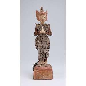 Figura feminina alada. Escultura de madeira policromada. 38 cm de altura. <br />Sudeste asiático, séc. XIX.
